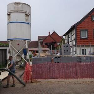 2015: Klein aber fein: Ein schmuckes Häuschen entsteht in Gehrdens Altstadt.